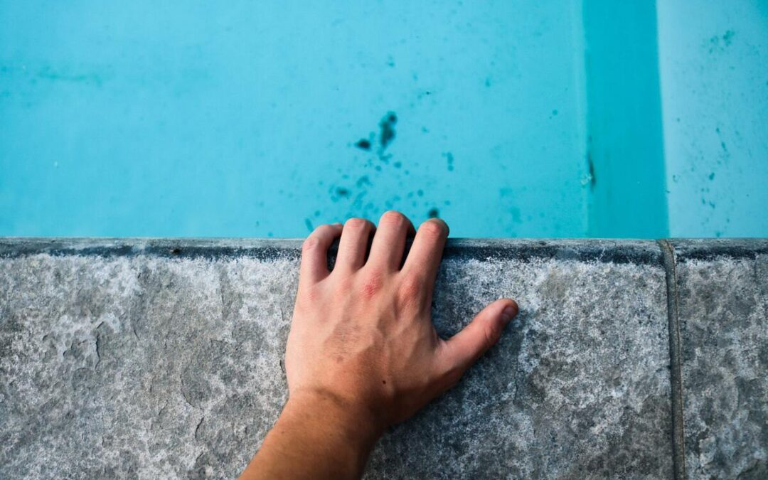 5 Common Signs That It's Time For a Pool Repair
